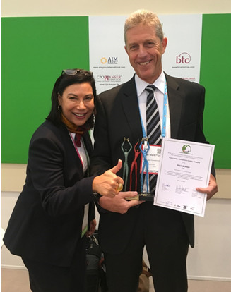 The Kuala Lumpur Convention Centre's General Manager, Alan Pryor and Director of Sales & Marketing, Angeline van den Broecke, are all smiles after receiving the INCON Digital Infrastructure Award 2017 at the recent Worldwide Exhibition for Incentive Travel, Meetings & Events (IMEX) Frankfurt 2017.